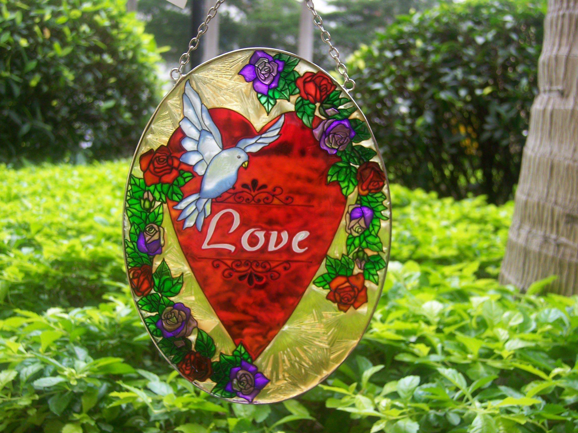 Hand Painting Stained Glass Suncatchers With Red Heart Patterns Design Wallpaper