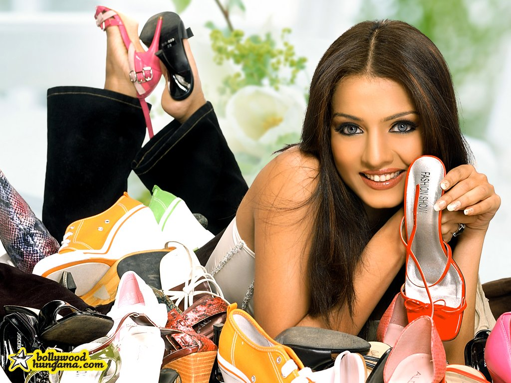 Celina Jaitley High Quality Wallpaper Wallpaper