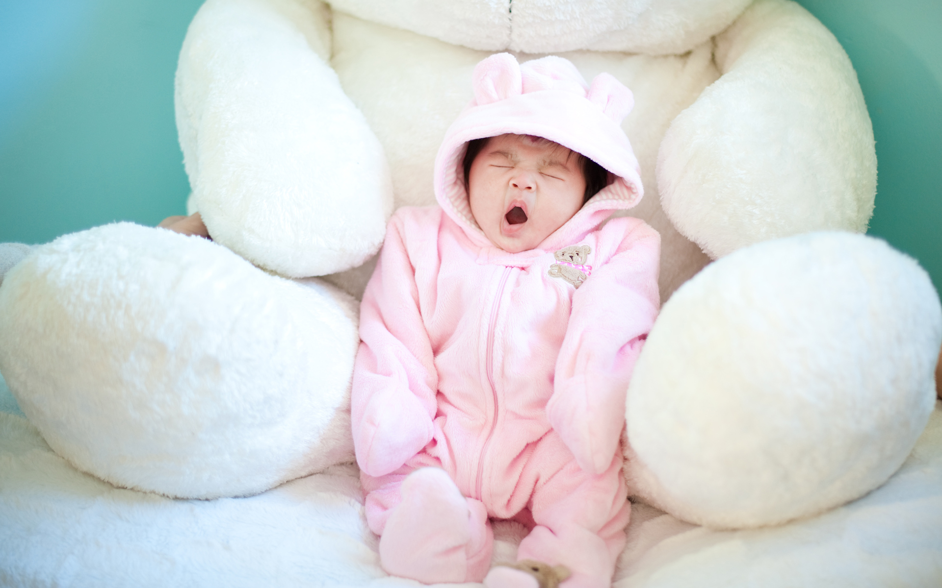 Cute Baby Yawning Wallpapers | HD Wallpapers Wallpaper