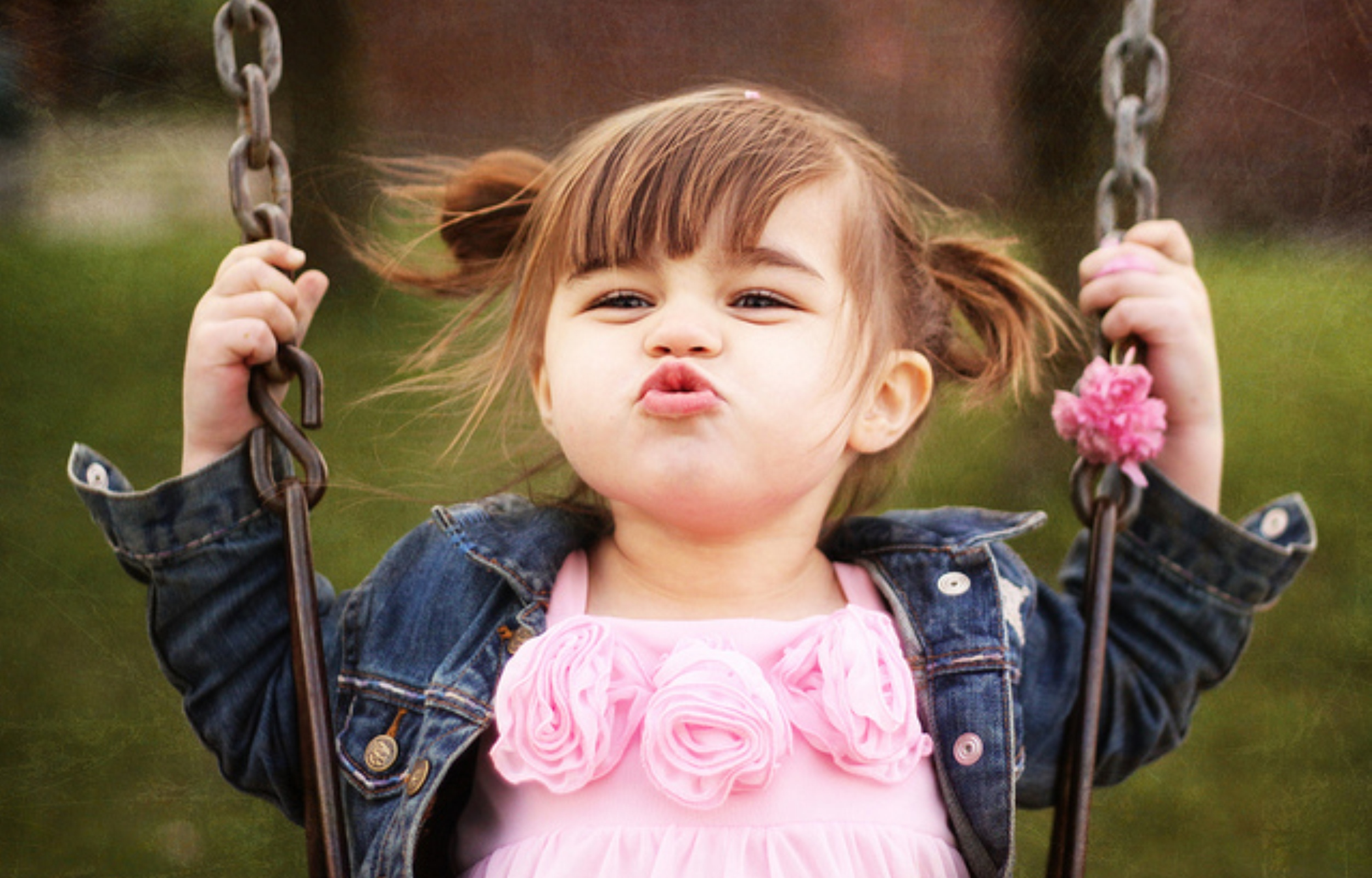 Cute Baby Baby Girl Cute Smileing Flying Kiss – Latest HD Wallpaper Wallpaper