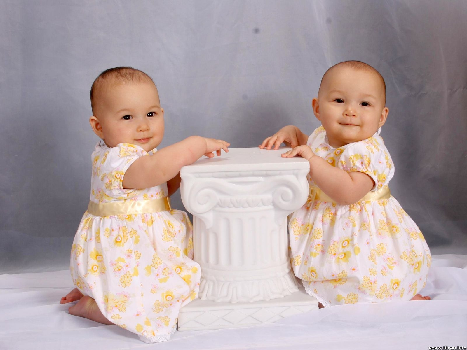 Cute Twins Baby Girls Kids Wallpaper | Free New Desktop Wallpapers Wallpaper