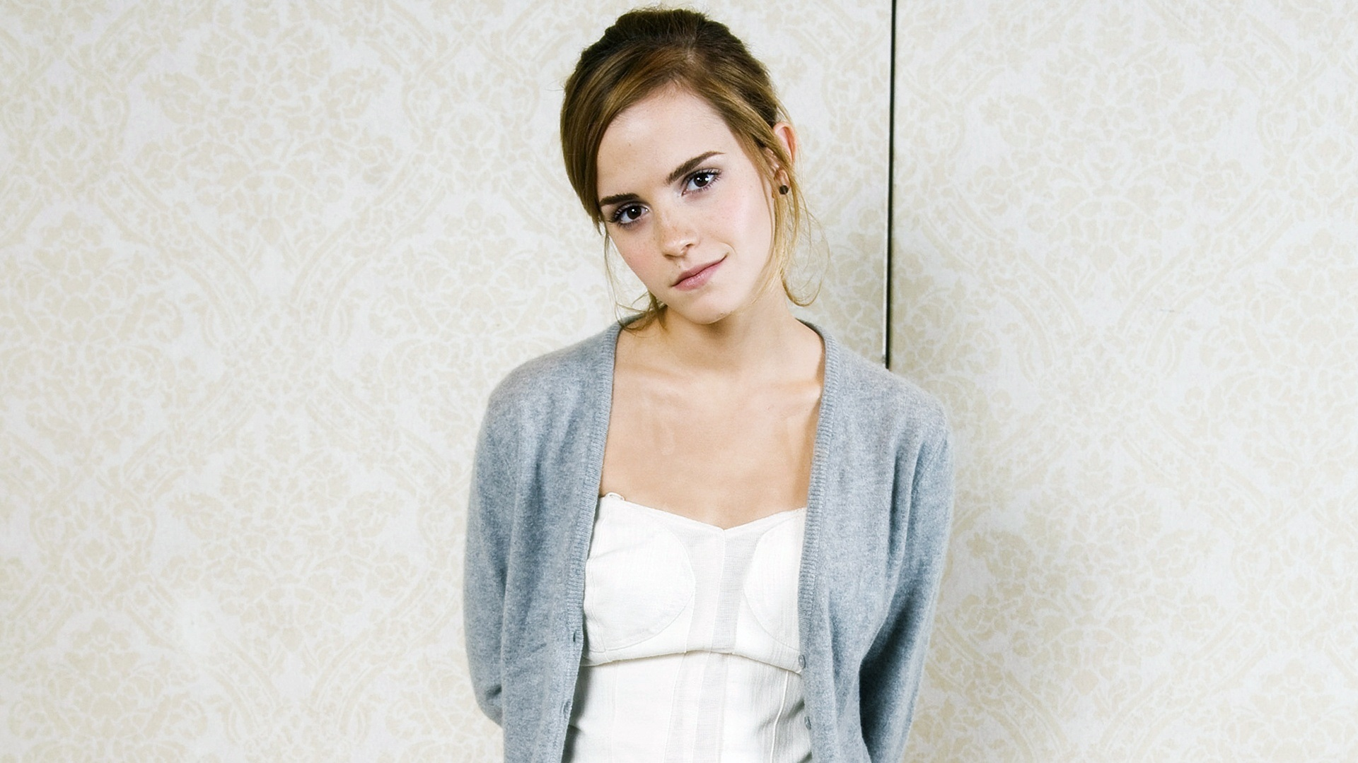 Emma Watson Gorgeous Wallpaper HD For Desktop #2181 Wallpaper