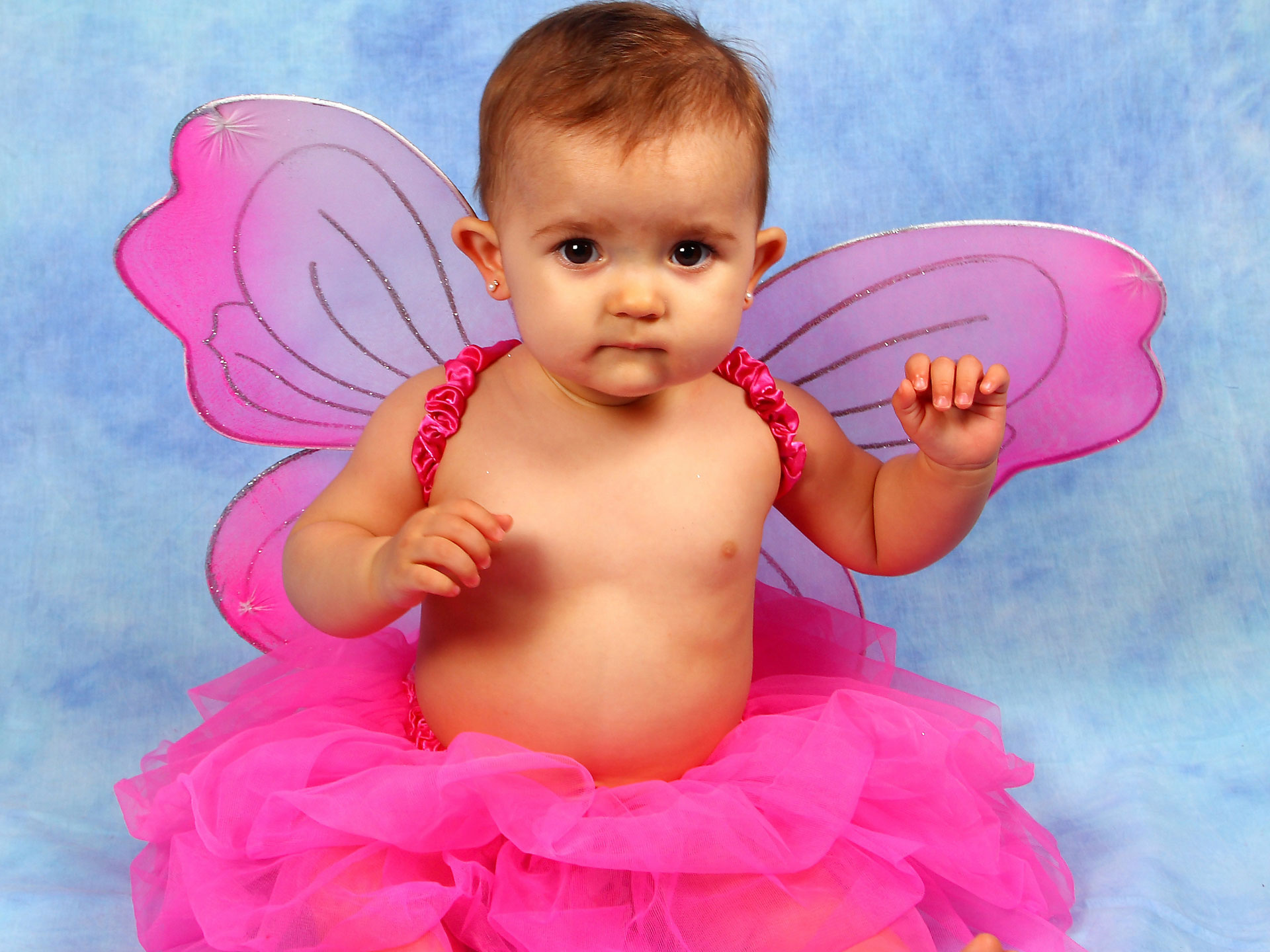 Home Baby Wallpaper Baby Wallpapers Cute Baby Girl Wearing Butterfly Wallpaper