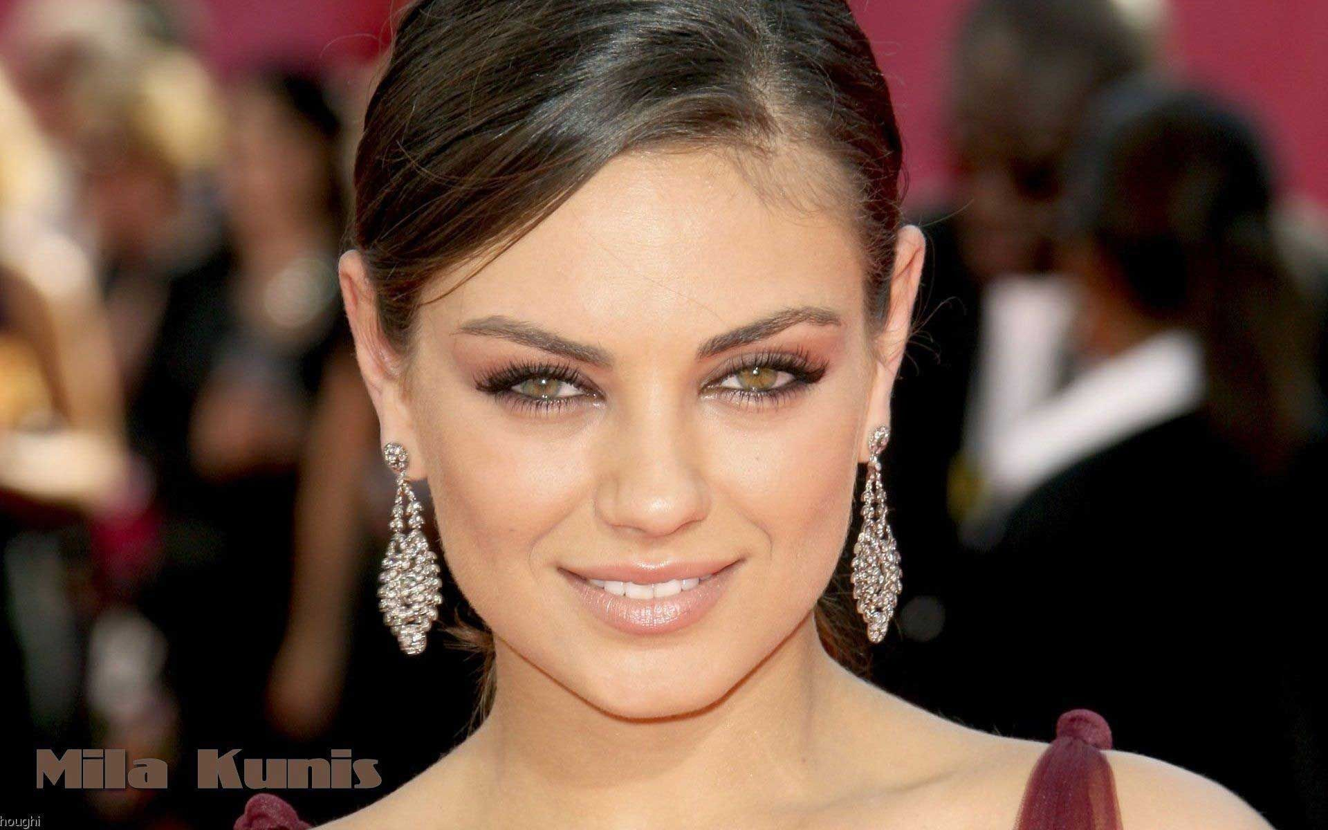 Mila Kunis HD Wallpaper #13   Apnatimepass.com Wallpaper