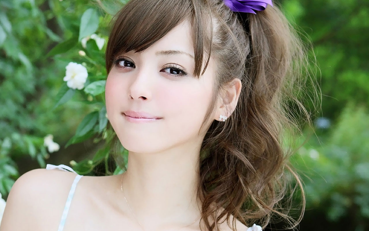 Cute Girl Pictures Wallpaper