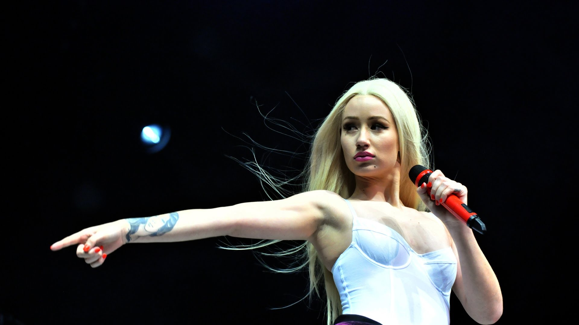 iggy azalea On Stage HD Widescreen wallpaper Wallpaper