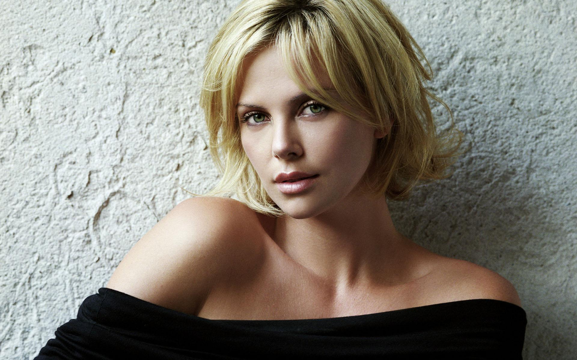 Charlize Theron Hot Wallpapers Wallpaper