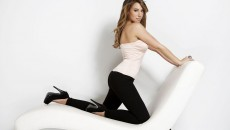 Haylie Duff Wallpaper HD Chair Pose
