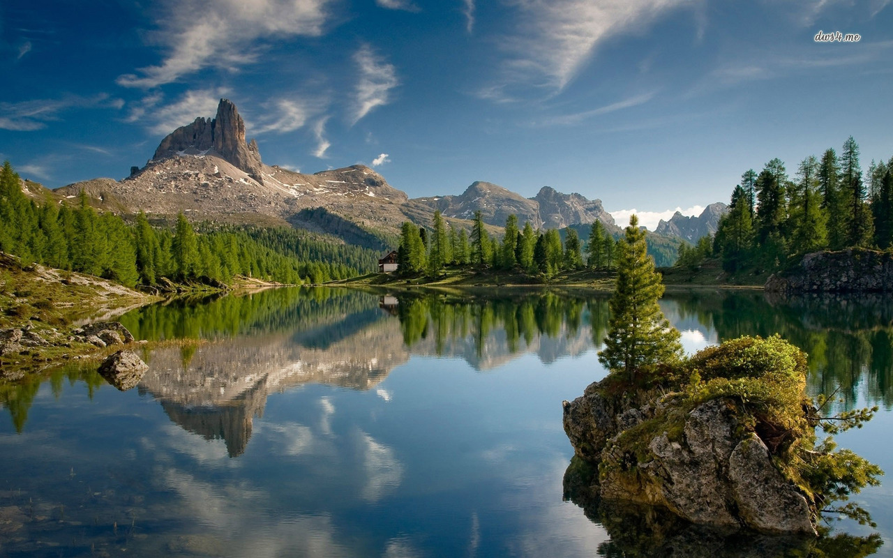 Beautiful mountain lake wallpaper Wallpaper