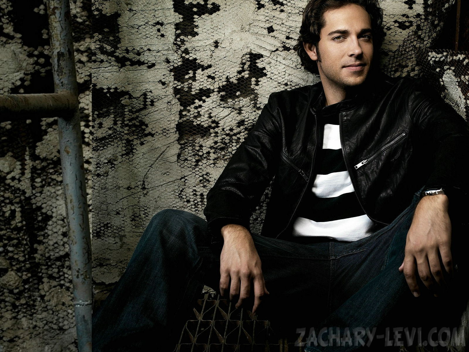 Zachary Levi 1600×1200 Wallpaper