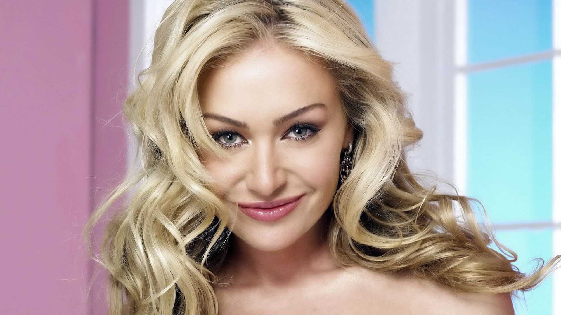 Portia Rossi Smile Face HD Wallpaper Wallpaper