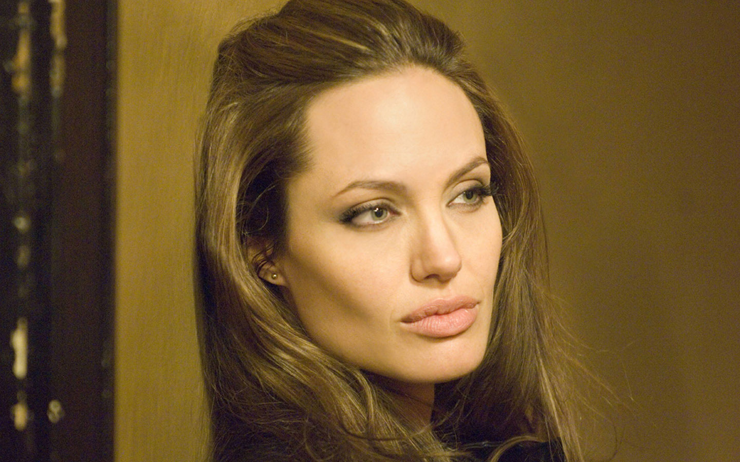 Very Hot hd wallpaper Of Angelina Jolie Wallpaper