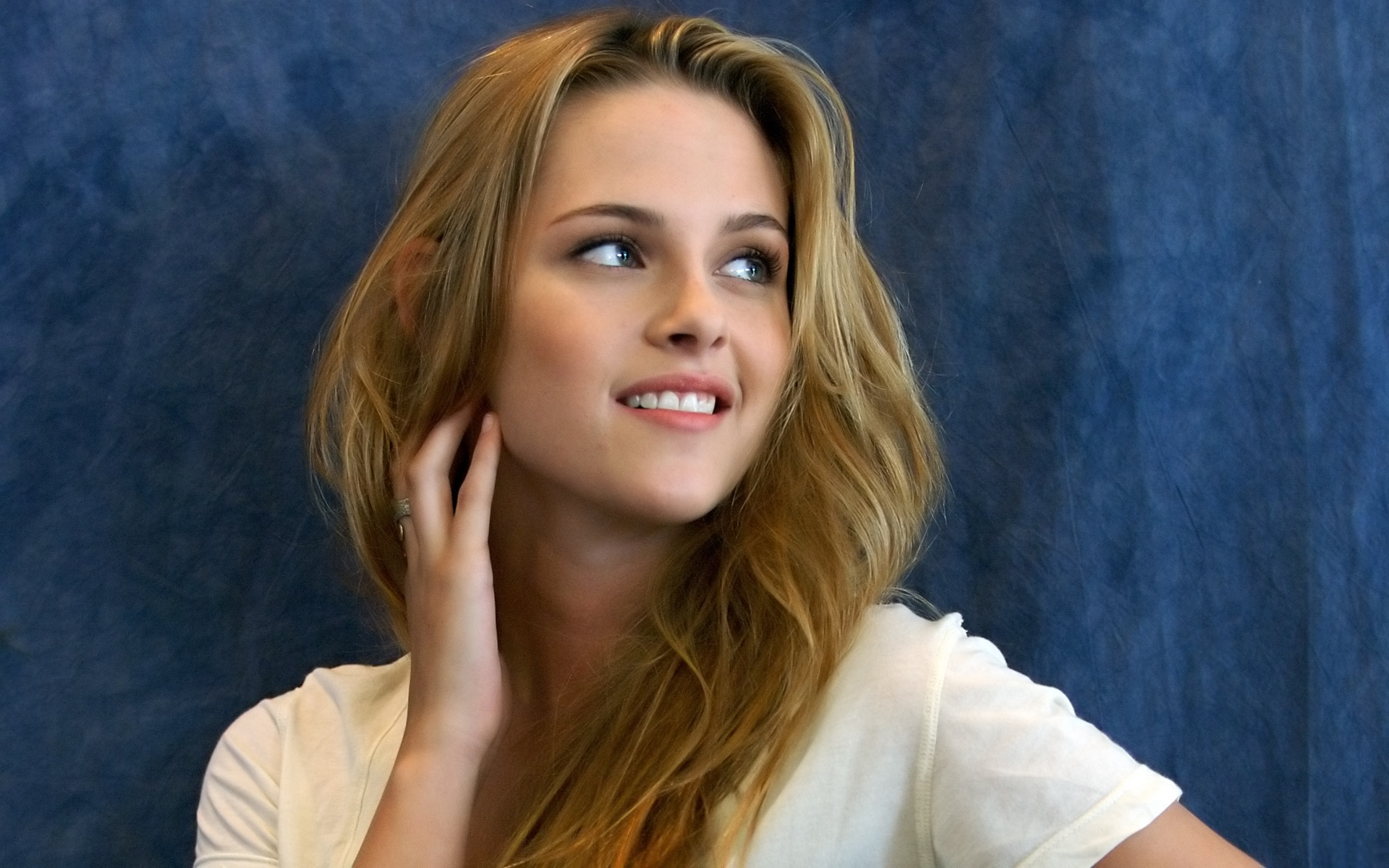 Kristen Stewart WideScreen hd wallpaper Wallpaper