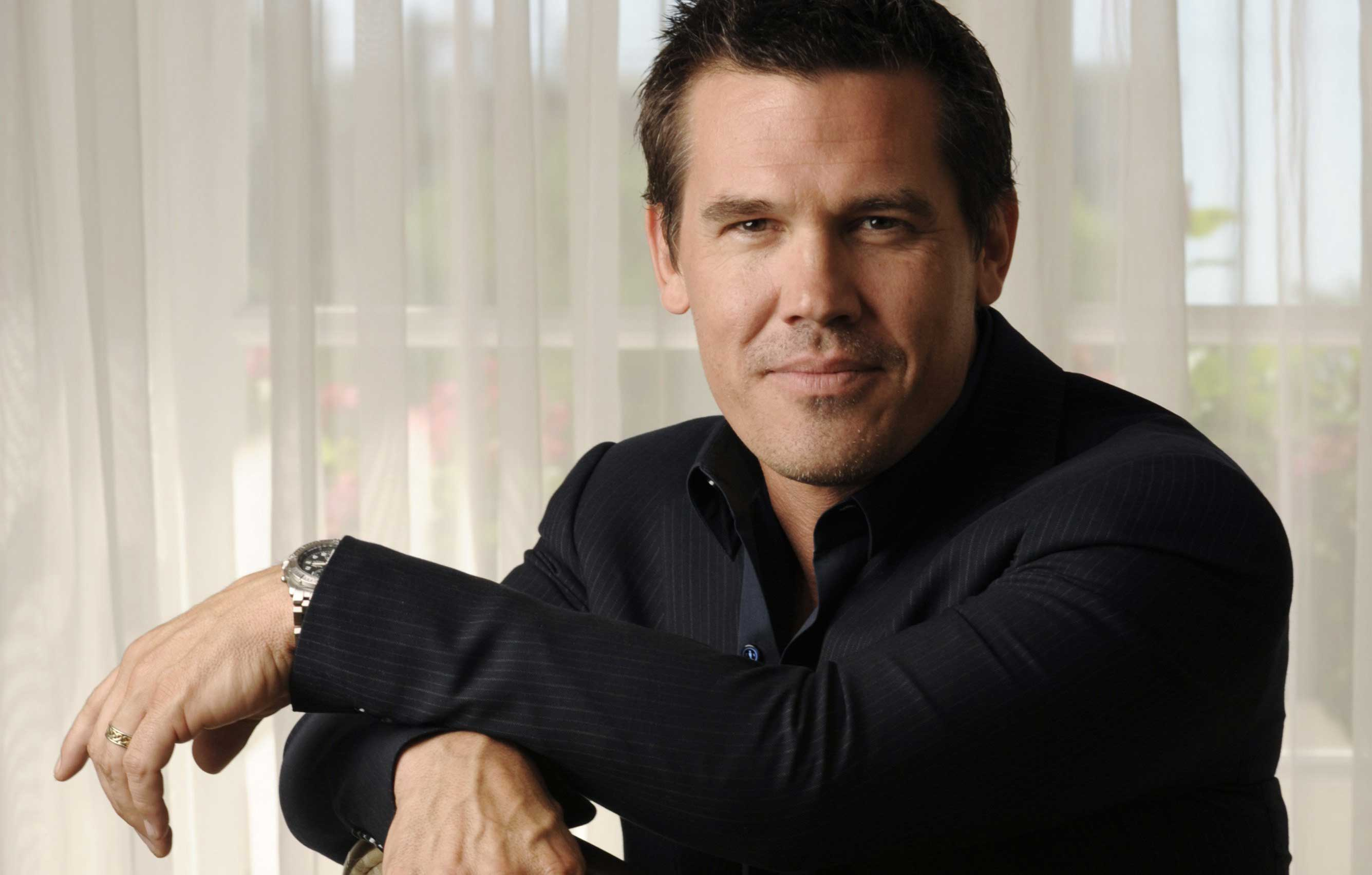 Josh Brolin hd wallpaper Wallpaper