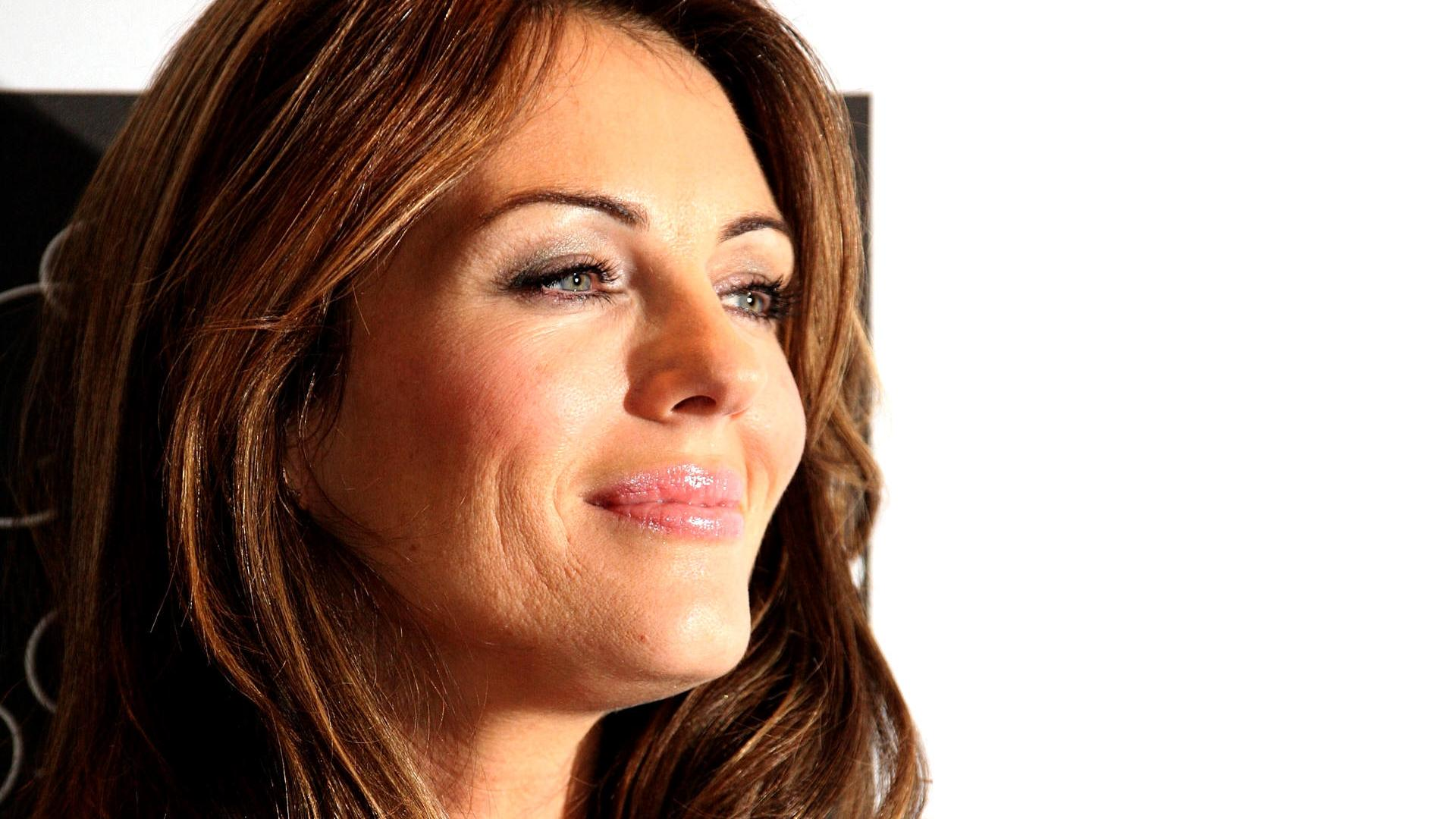 Elizabeth Hurley Smiling HD wallpapers Wallpaper