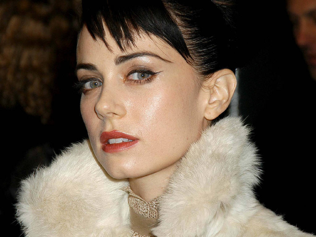 New Amazing Mia Kirshner  hd wallpaper Wallpaper