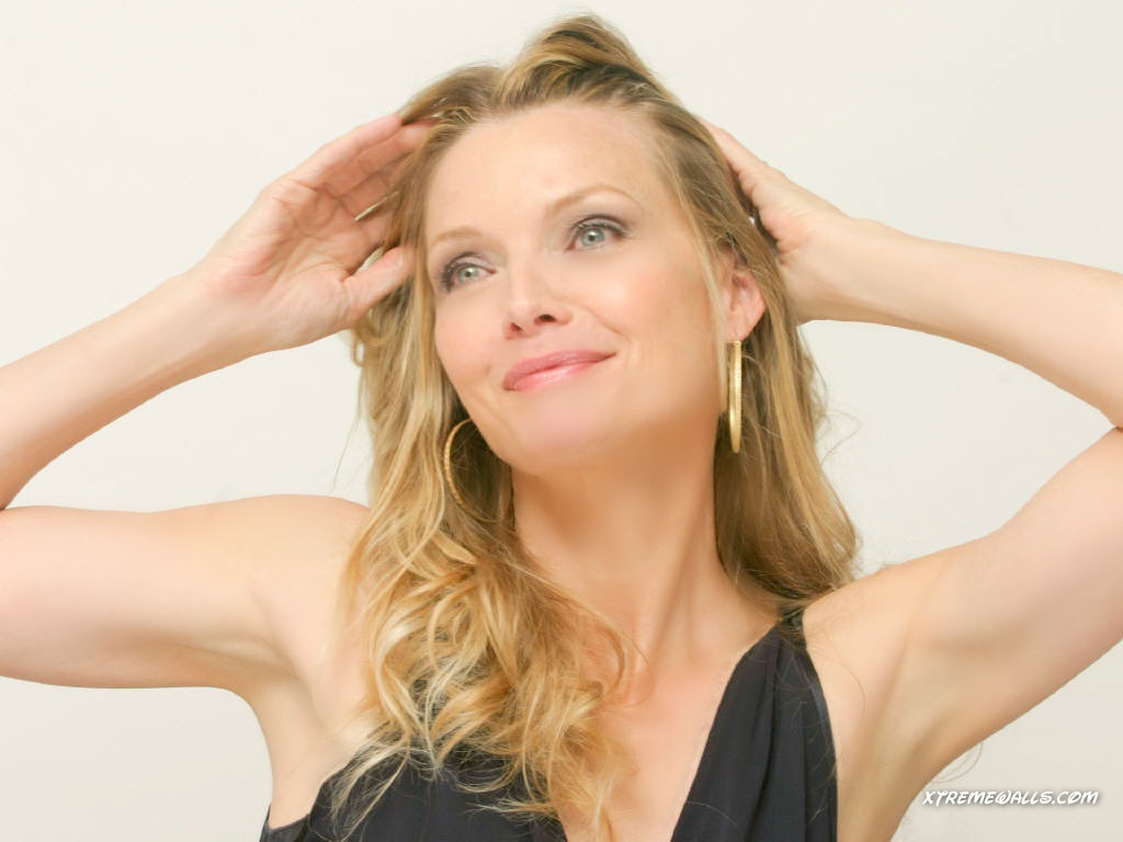 Michelle Pfeiffer  hd wallpaper Wallpaper