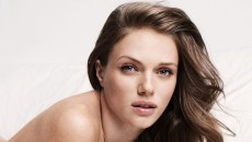 Tracy Spiridakos Very Attractive Wallpaper,Images,Pictures,Photos,HD