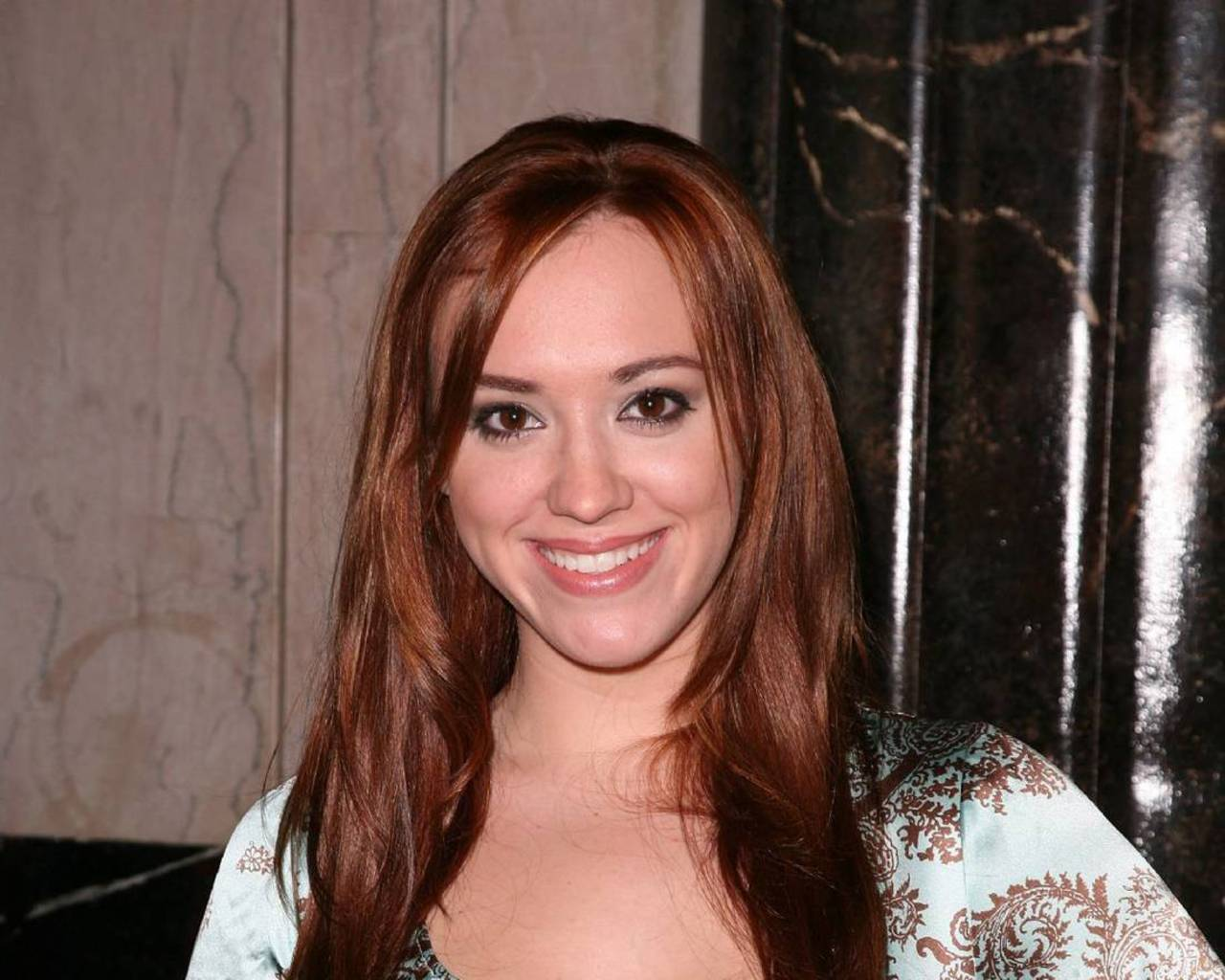 Andrea Bowen Hot HD Wallpaper Wallpaper