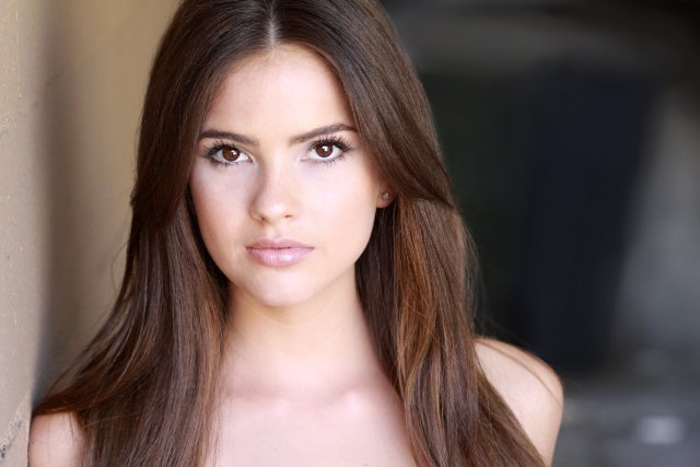 Shelley Hennig biography Wallpaper