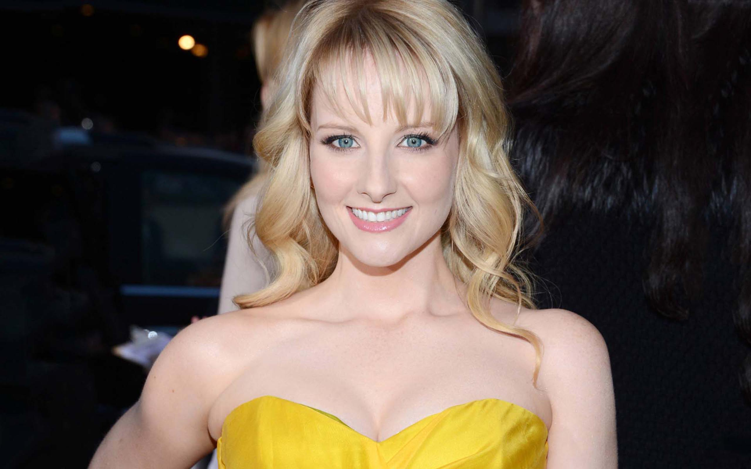 Melissa Rauch Actress Wallpapers Wallpaper