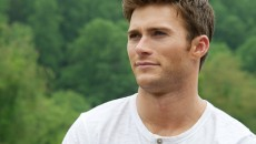 One Minute of Shirtless Scott Eastwood. You\'re Welcome : Video
