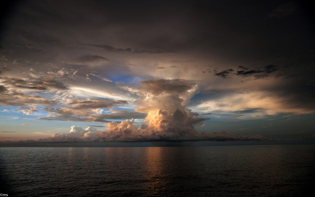 Storm cloud Wallpapers Pictures Photos Images